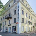 Отель Дерибас. Фасад и вход