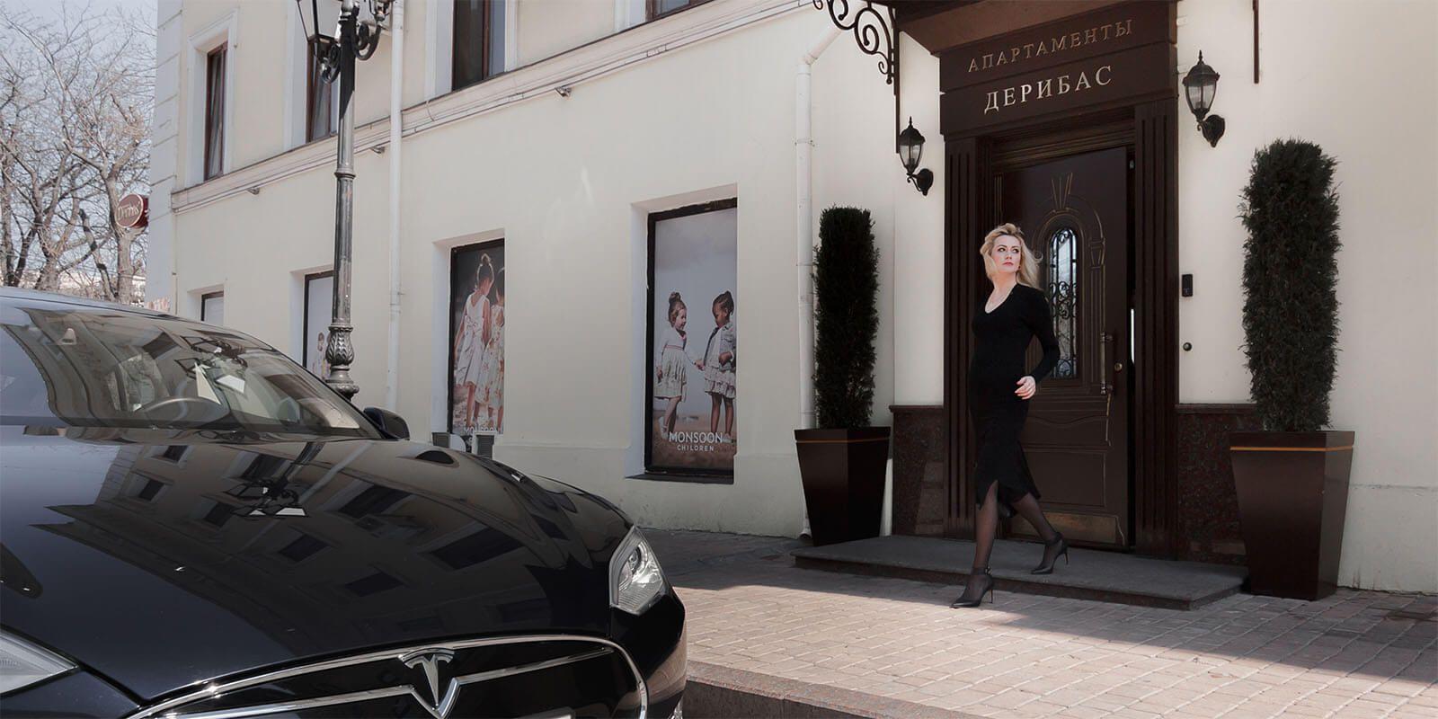 Enter of Hotel Deribas in Odessa