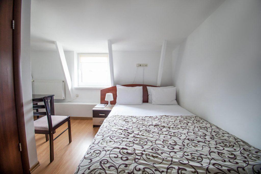 Двухспальная кровать. Эконом номер - гостиница Дерибас
