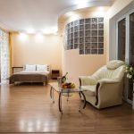 Гостинная с кроватью и диваном