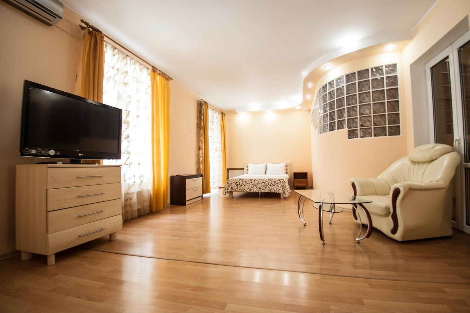 Светлая и просторная гостинная