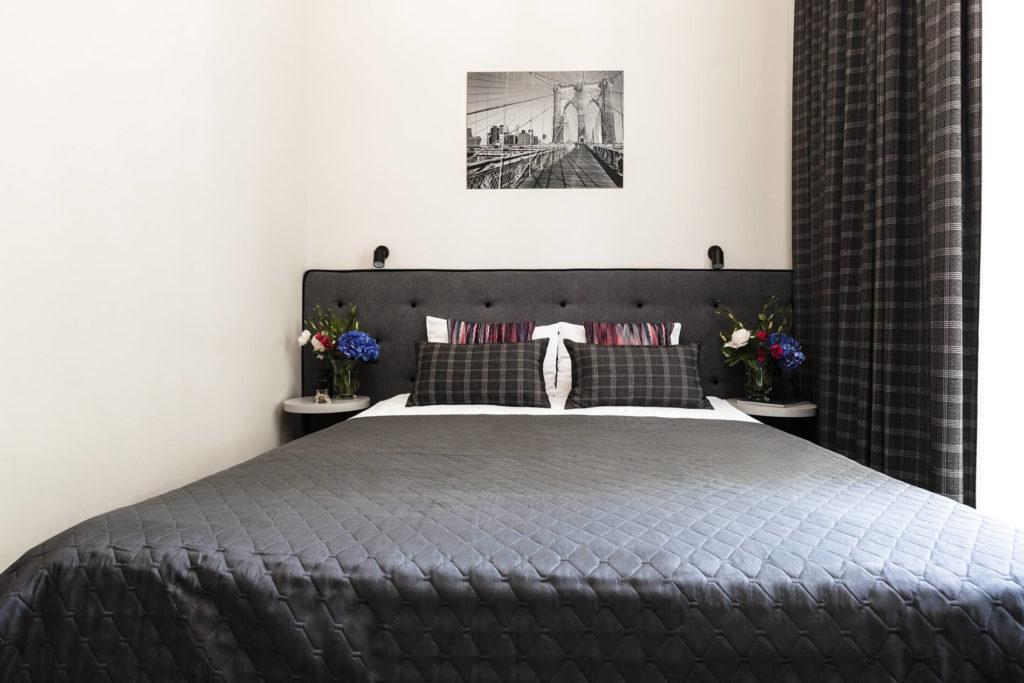 Номер с двуспальной кроватью в отеле в Одессе