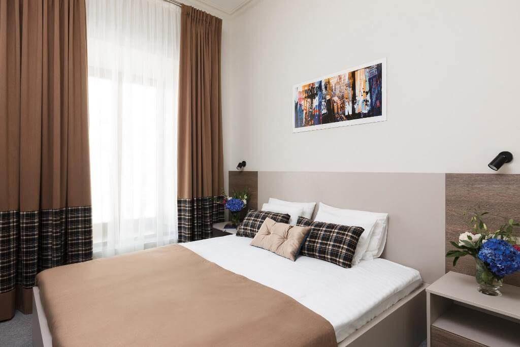 standard room hotel deribas odessa