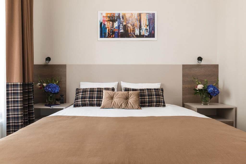 standart-room-bed hotel odessa