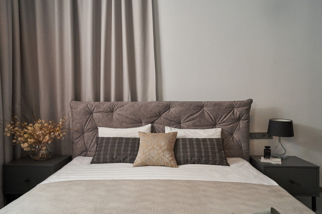 luxe_room_hotel_odessa_big_bed