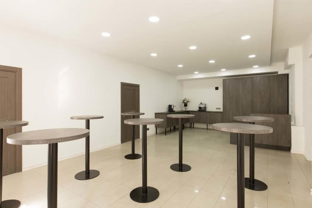 Зона для кофе-брейков конференц зала